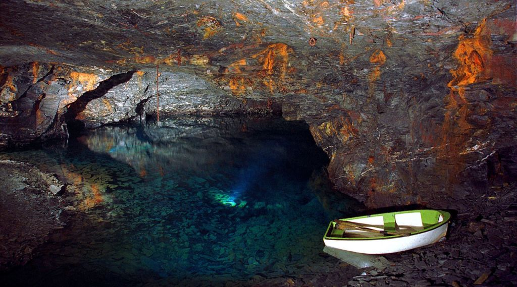 carnglaze cuevas