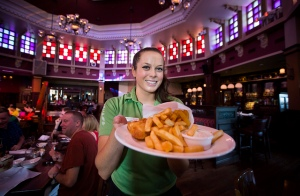 waitress camarera trabajo uk bristol