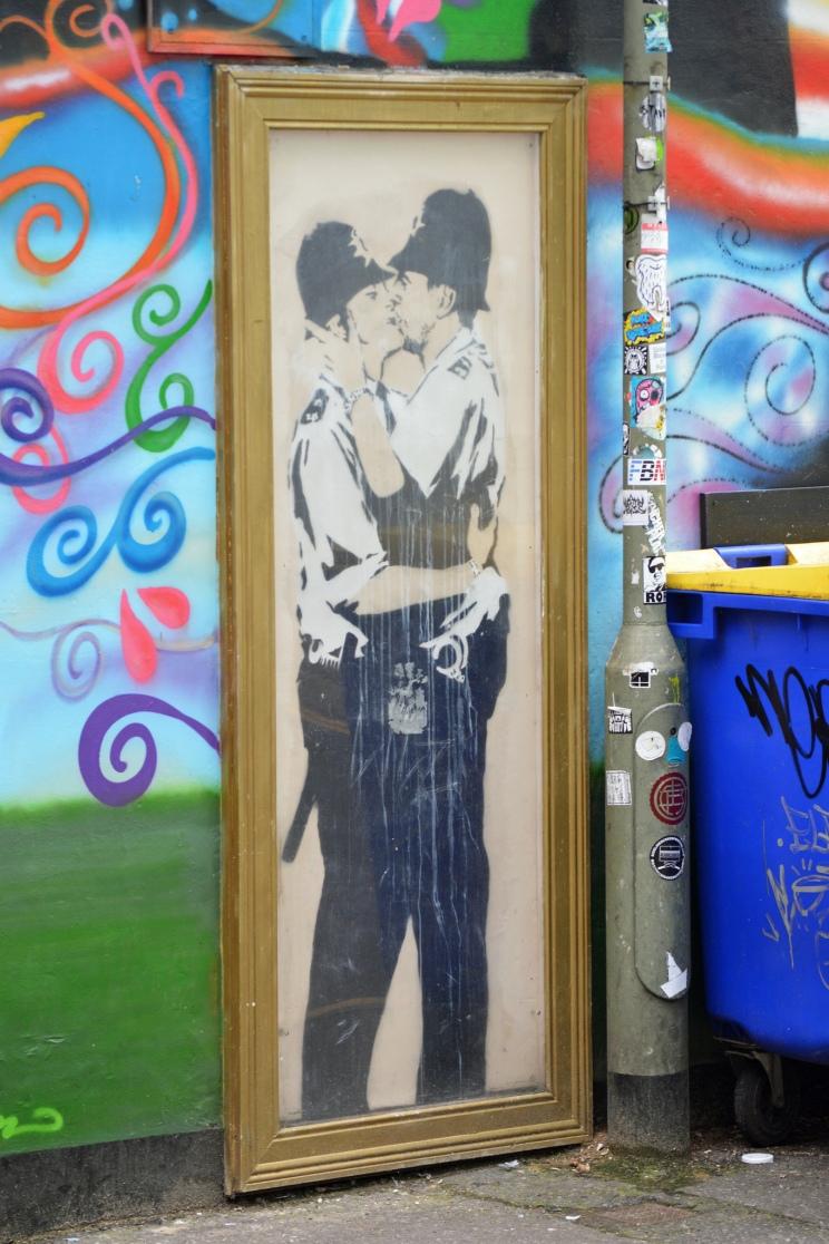 Vicki Burton : Banksy Kissing Policemen