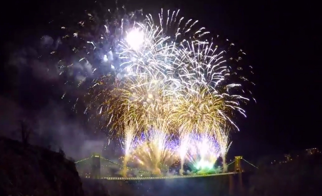 suspension bridge fuegos artificiales fireworks