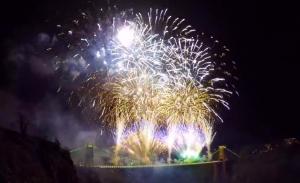 suspension bridge fuegos artificiales fireworks