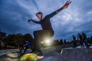 Skater liverpool glow night
