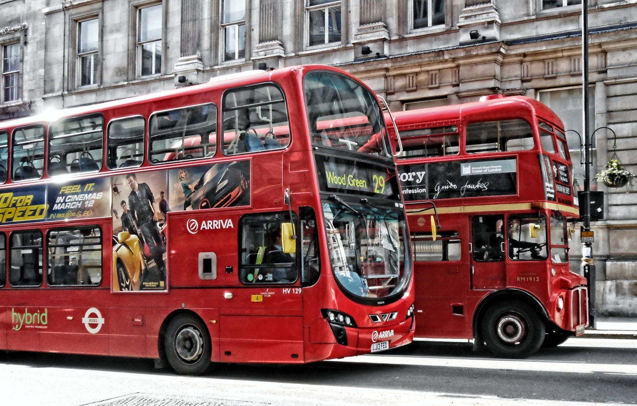 DncnH -- London Buses on Whitehall