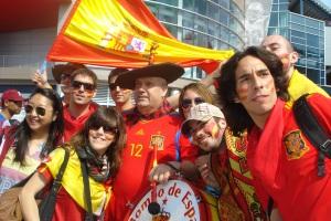 Españoles con banderas