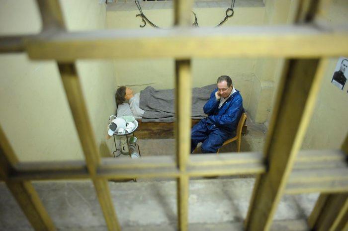 AKP 100210 crimestoppers 09