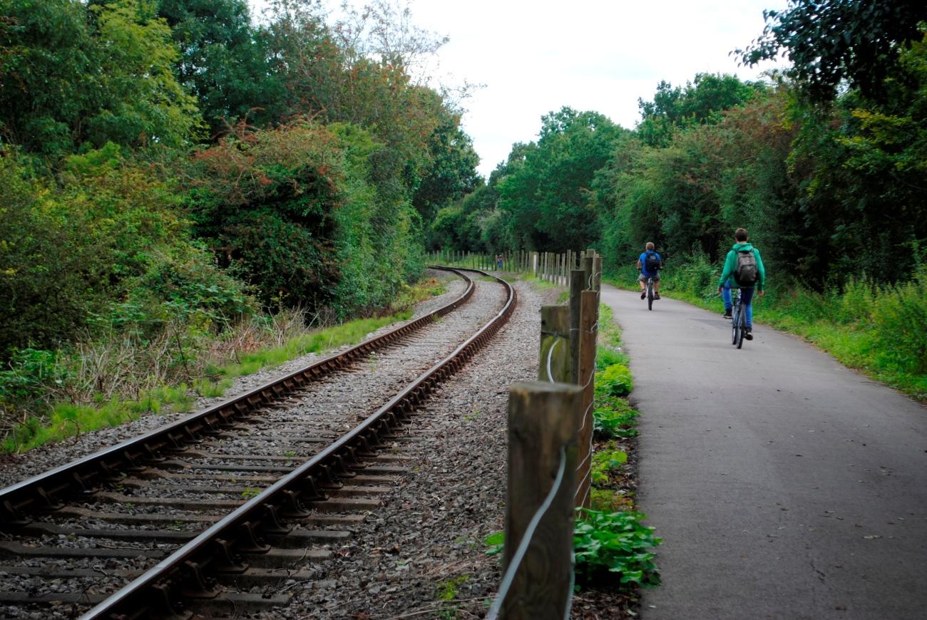 Carril bici entre Bristol y Bath, siguiendo las vías del tren