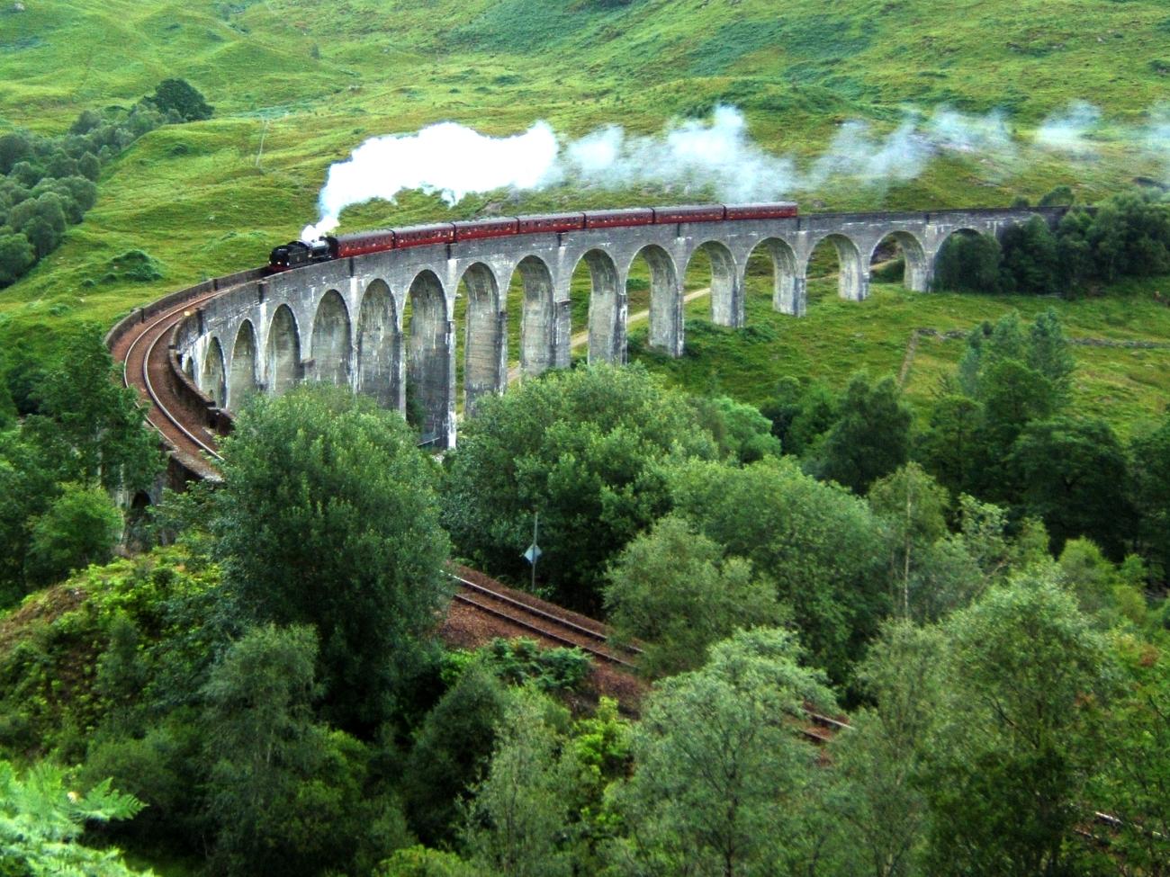 El viaducto de Glenfinnan es popular en las películas de Harry Potter
