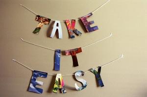 Expresiones útiles en nuestras conversaciones en inglés, como 'take it easy'