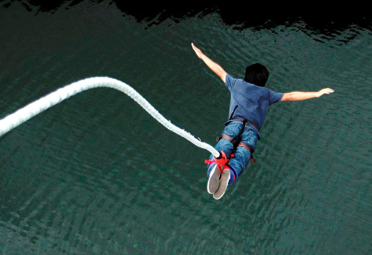 El primer bungee jump tuvo lugar en Bristol