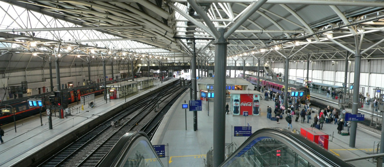 Overview_of_Leeds_City_railway_station_12