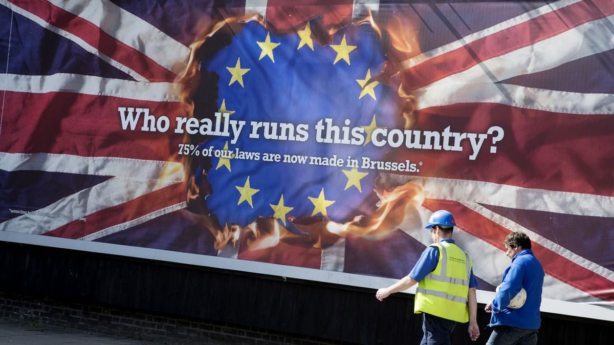 brexit - eu referendum UKIP propaganda anti-migrants