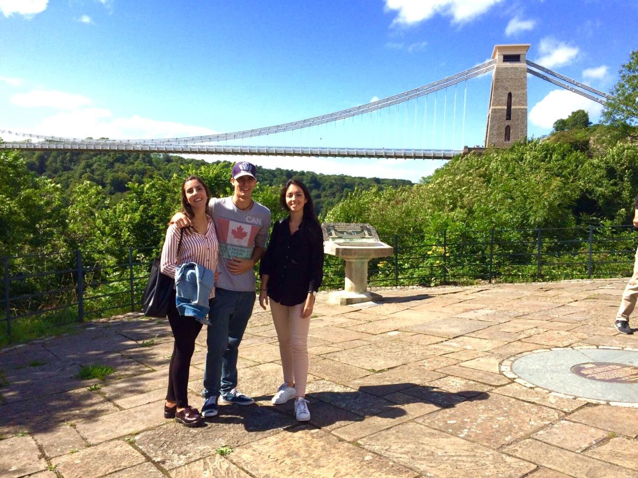 Antonio y Natalia en el Clifton Suspension Bridge de Bristol