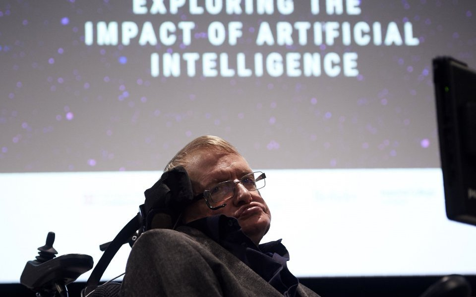 Stephen Hawking informó sobre las graves consecuencias de la inteligencia artificial / Getty
