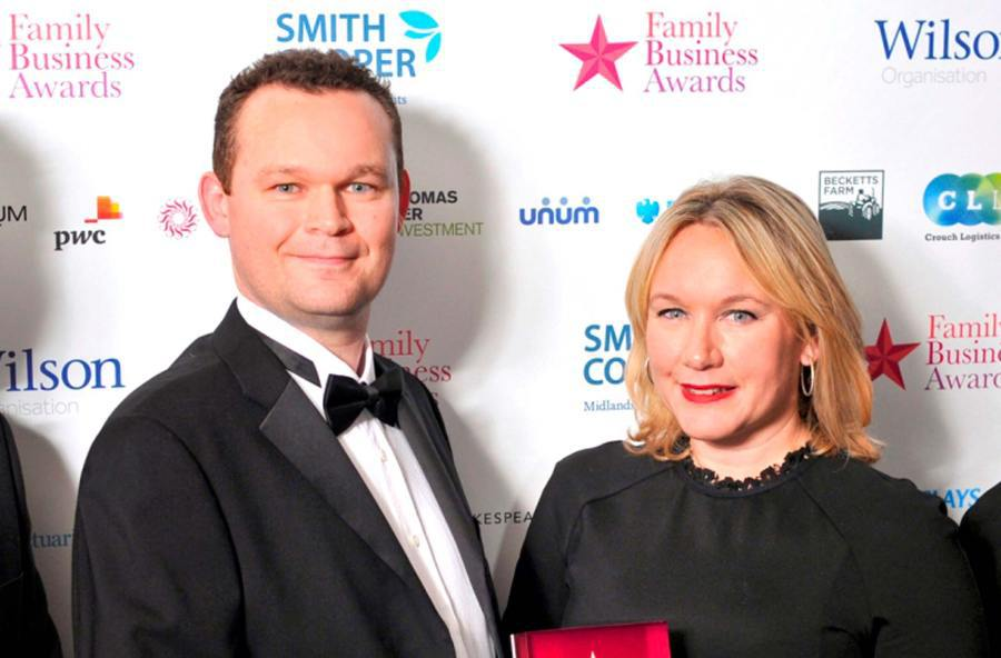 Elliott y Dominique Peckett de Smiffys en los premios Midlands Family Business en 2014