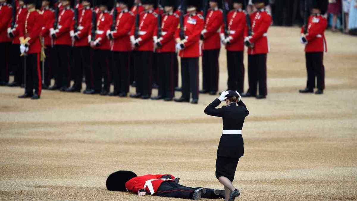 ¿Qué pasa si molestas a un guardia real británico?