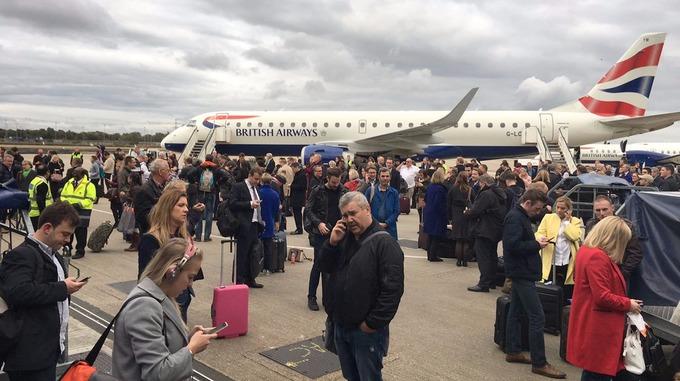 Centenares de personas evacuadas esperando un nuevo aviso