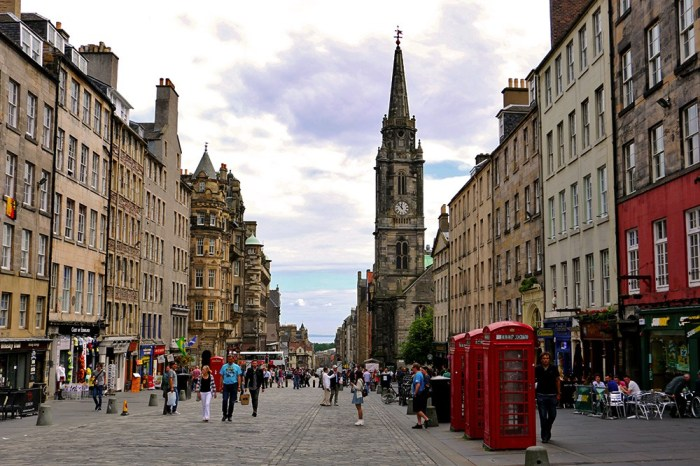 edinburgh-royal-mile-red-phone-boxes.jpg