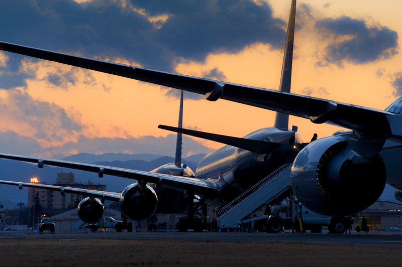 aviones-en-cola.jpg