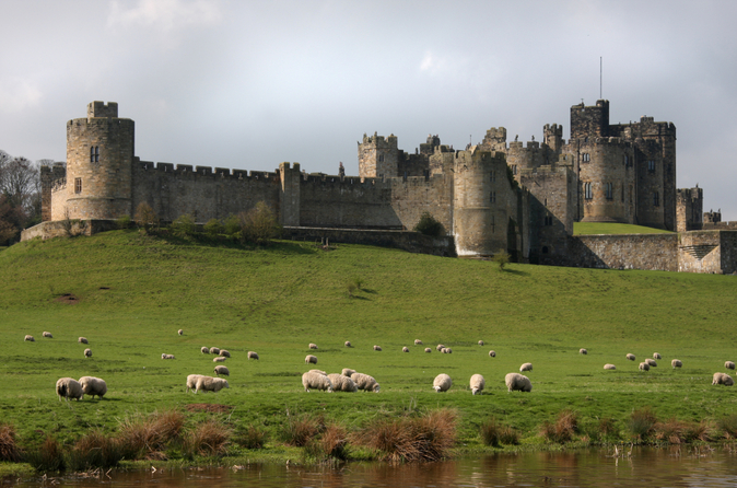 excursi-n-de-un-d-a-al-castillo-de-alnwick-y-los-borders-escoceses-in-edinburgh-157193.jpg