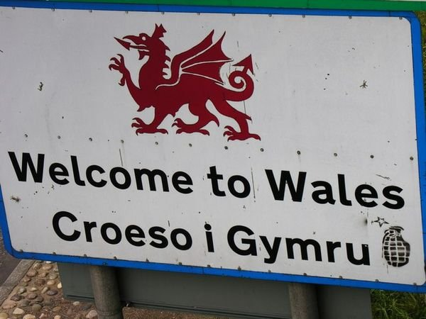 2513257-welcome-to-wales-english-and-welsh-0