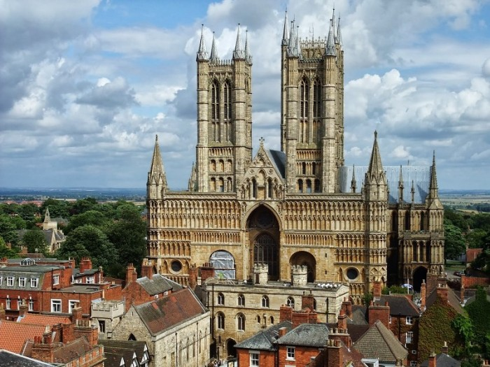 lincoln-cathedral-the-lincoln-imp-in-country-england-uk-hd-tourist-place-wallpapers-51837