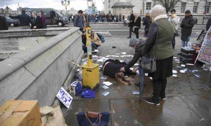 mujer en el suelo ataque londres