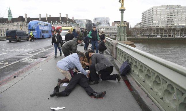 ataque londres gente ayudando