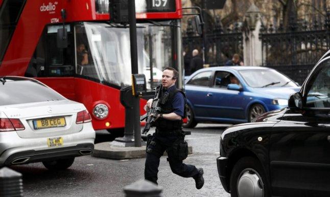policia corriendo ataque londres
