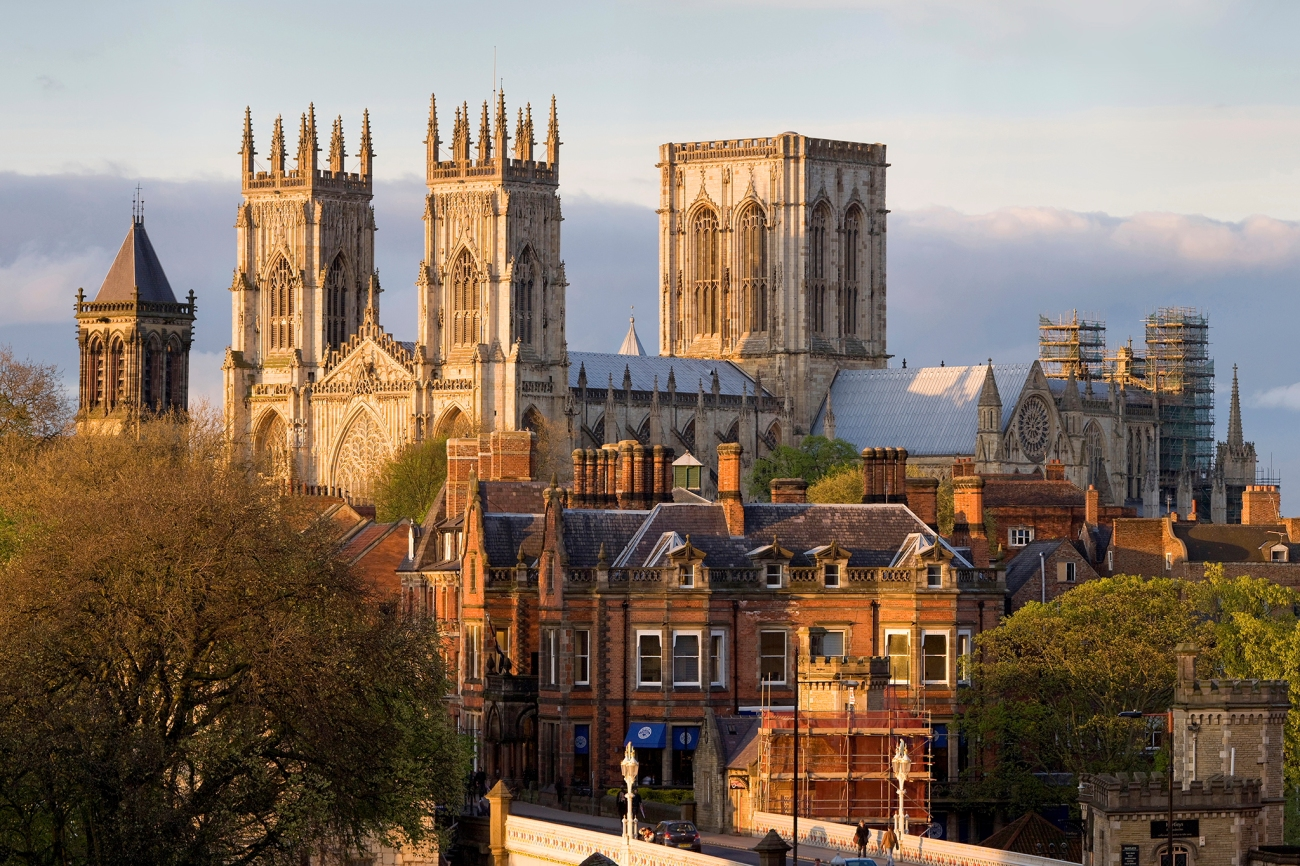 2015-03-17-1426590692-8200879-York_Minster_from_the_Lendal_Bridge