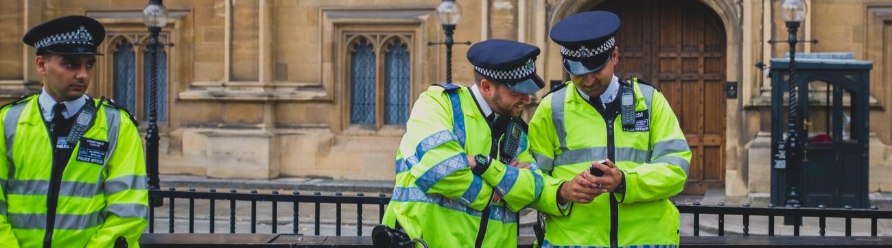 Policia Londres by Daniele Zanni