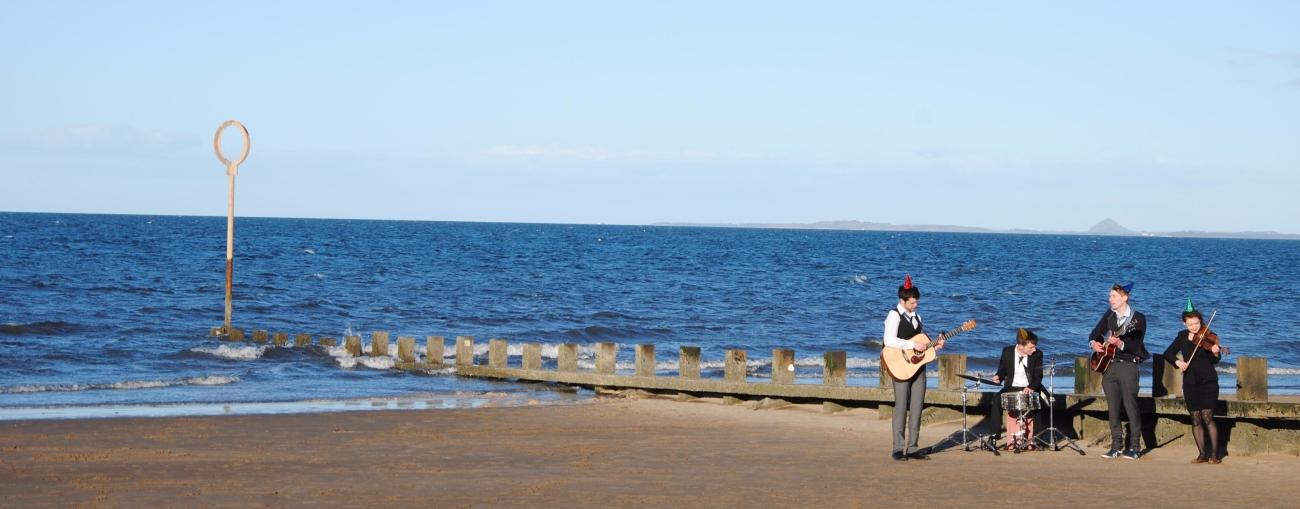 Músicos en Portobello beach