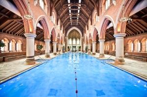 Repton Park, una iglesia de Londres transformada en una enorme piscina