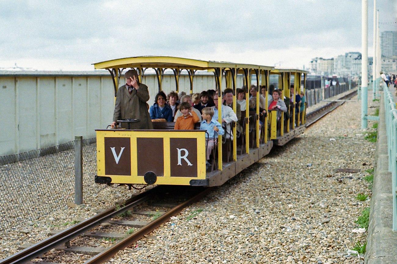 Volks, el tren eléctrico de Brighton que recorre la costa