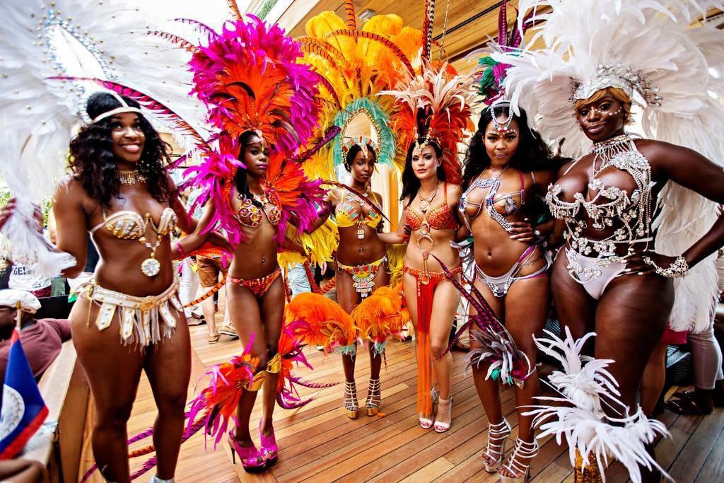 Danza a ritmo de samba en el Carnaval Caribeño de Manchester 2017
