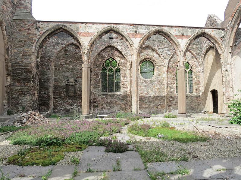 St Peter's Church, en Bristol, está en ruinas